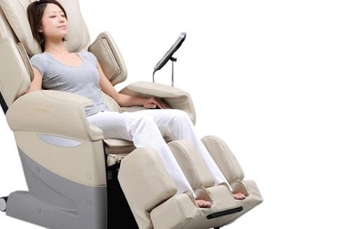 Ghế massage và câu chuyện điều trị đau lưng của cô gái trẻ