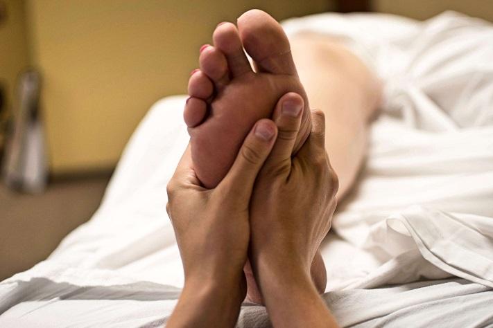 Lợi ích của massage chân tác động đến não như thế nào?