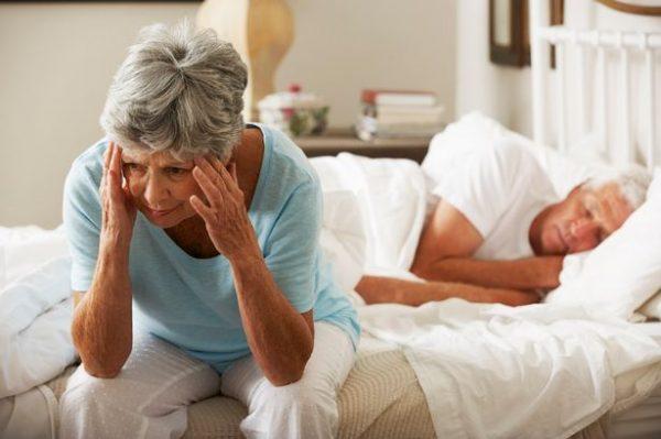 Nguyên nhân gây mất ngủ ở người già và những cách khắc phục?
