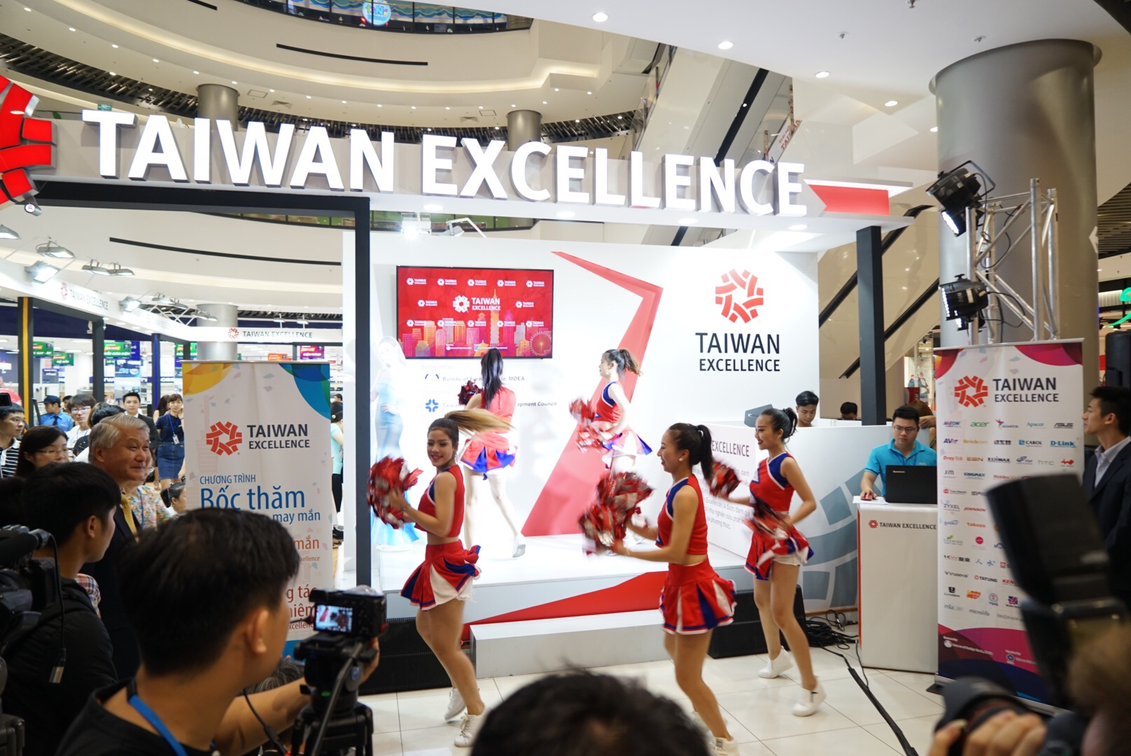 ct Taiwan Excellence tại AE Mall Long Biên