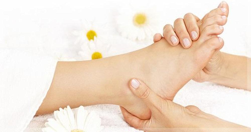 Massage huyệt bànchân đơn giản tại nhà